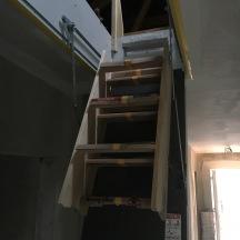 Die neue Treppe zum Dachboden.